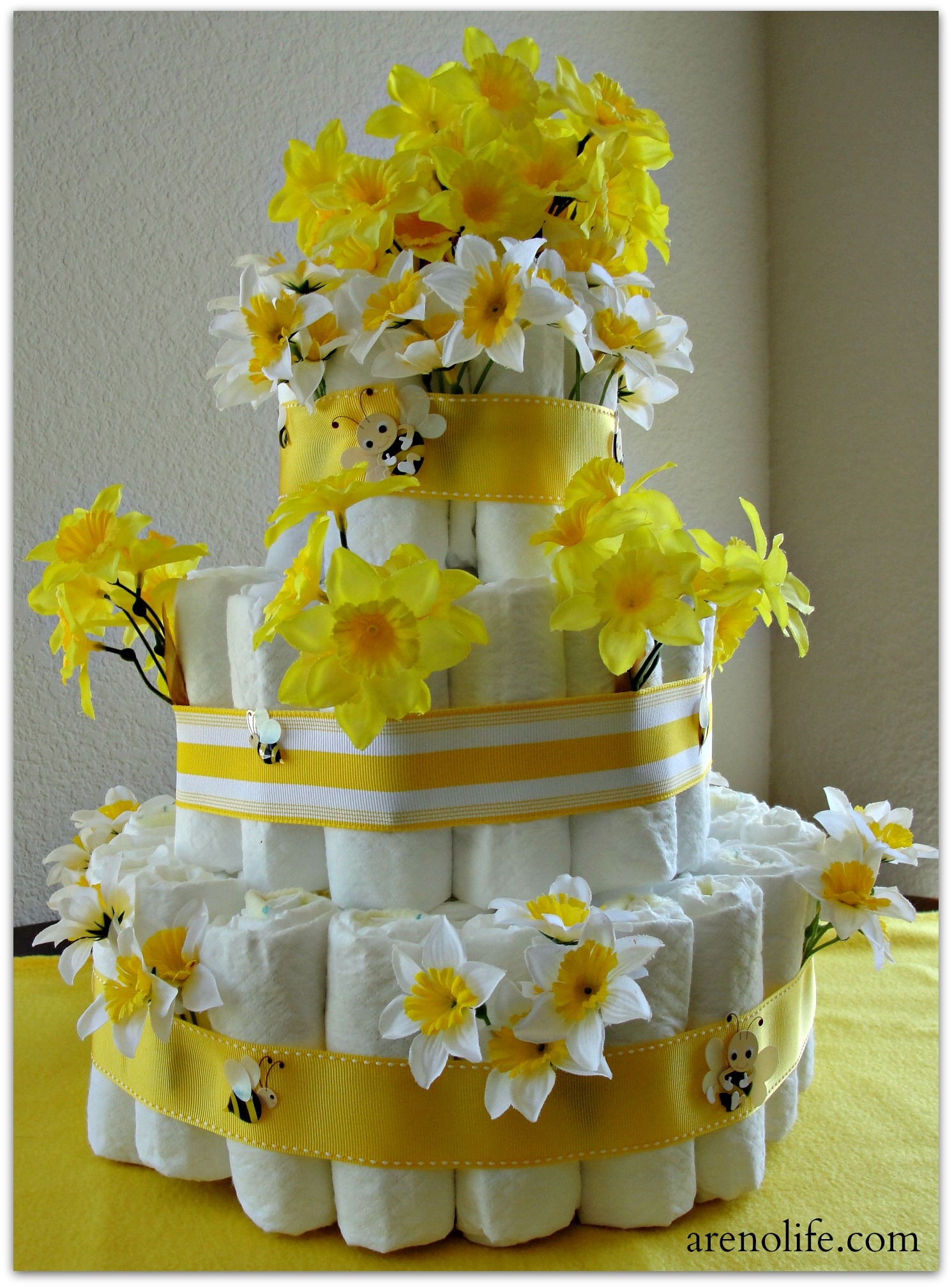 Hamburgers Bumble Bee Diaper Cake